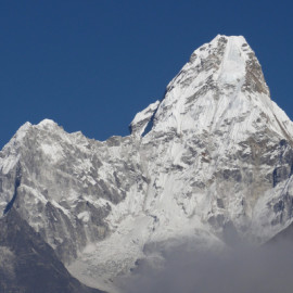 Ama-Dablam-looking-awesome-again