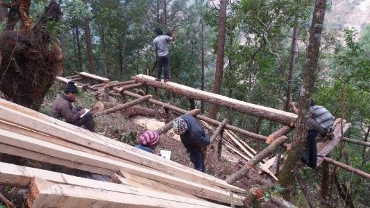 Lavori per la ricostruzione della scuola di Waku