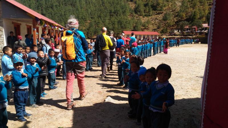 nunthala-nepal-accoglienza-sul-piazzale-delle-scuole