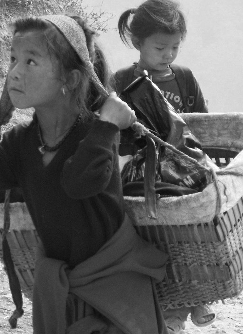 dil-kumari-nepal-bambina-al-lavoro