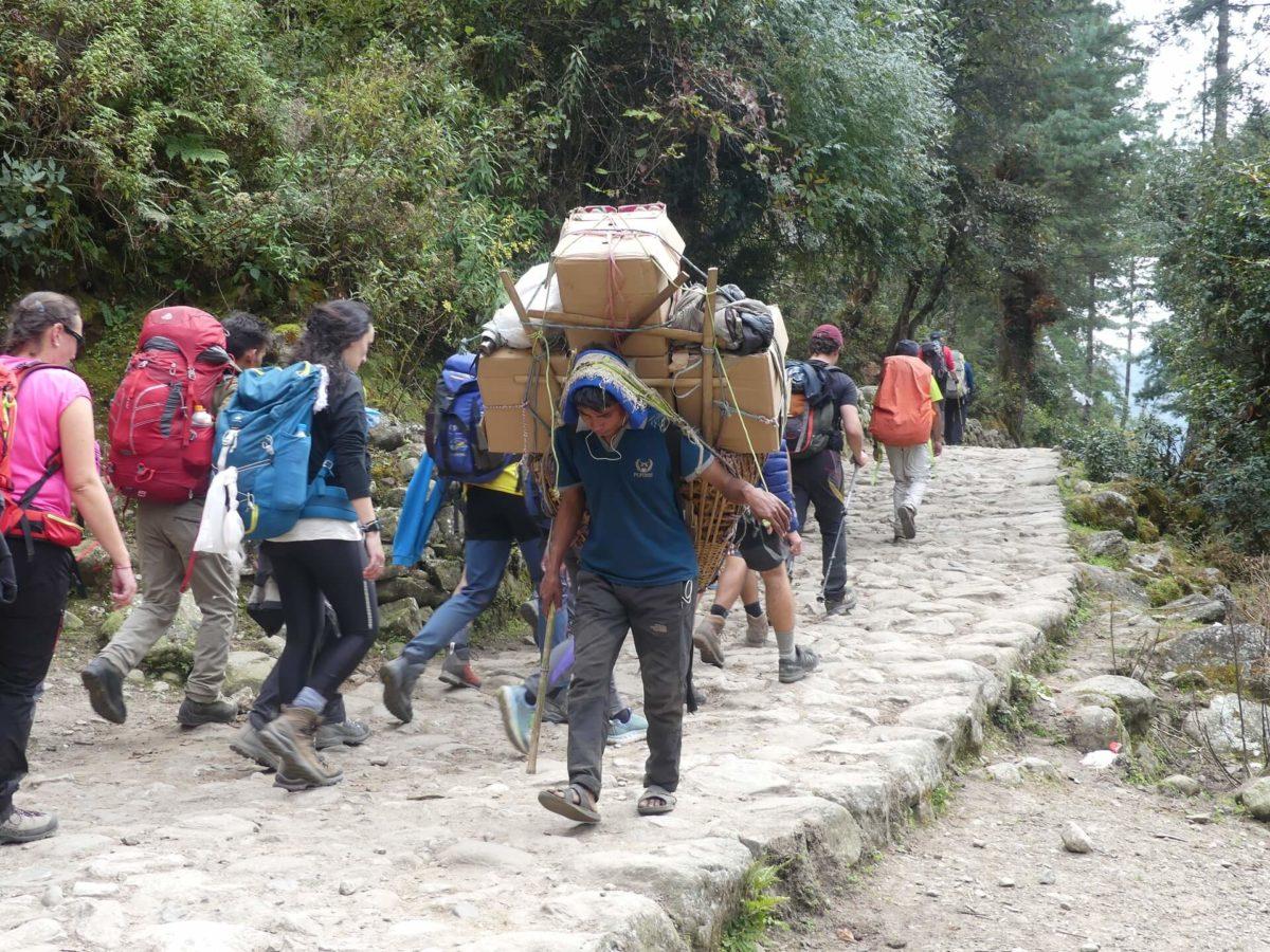 viaggio-nepal-2019-portatore